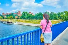 Турист в старом Кракове, Польша стоковое изображение rf