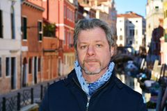 Турист на мосте Cristo, в Венеции, Италия, Европа Стоковое Фото
