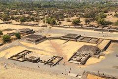Турист на пирамидах Teotihuacan, Мексики стоковое изображение rf