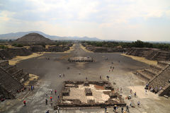 Турист на пирамидах Teotihuacan, Мексики Стоковая Фотография