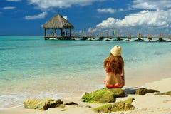 Турист на пляже Dominicus на Доминиканской Республике стоковая фотография rf