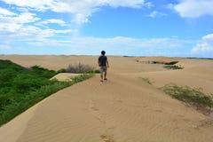 Турист на пустыне Medanos de Coro, Венесуэлы Стоковое Изображение