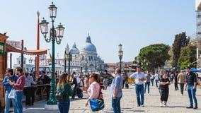 Турист на degli Schiavoni Riva портового района Стоковые Фото
