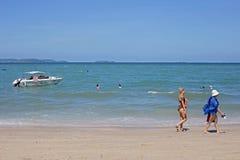 Турист образа жизни на пляже стоковое изображение