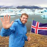 Турист перемещения Исландии показывая исландский флаг Стоковая Фотография