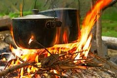 турист пожара лагеря Стоковое Изображение