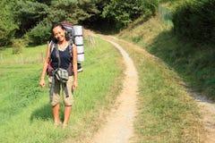 Турист с большим рюкзаком Стоковое Изображение