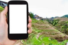 турист фотографирует поля риса в деревне Dazhai Стоковые Изображения RF