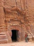 Турист, фотографируя руины Стоковая Фотография RF