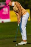 Турнир повелительницы Профессиональный Игрока в гольф Putting Цвета Стоковое Изображение RF