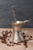 турок бака кофе и кофейные зерна Стоковое Изображение