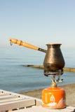 Турок с кофе на газовой горелке Стоковые Фотографии RF