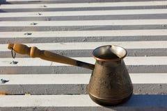 Турок с кофе на портовом районе Стоковая Фотография RF