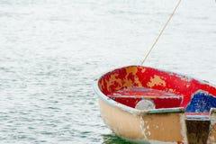 Тусклое причаленное на пользе воды ждать стоковое фото rf