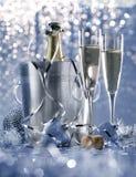 Тусклый светлый белый серебр и голубой романтичный канун Нового Годаа Стоковое Изображение