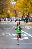 Туф Demisse Tigist (США) бежит 2013 NYC Marath Стоковые Изображения