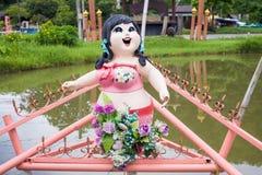 Тучная улыбка девушки на саде Стоковая Фотография RF