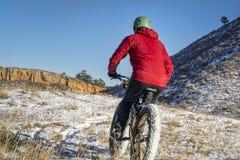 Тучное катание велосипеда в ландшафте Колорадо зимы Стоковое Изображение RF