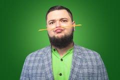 Тучный бородатый человек сделал усик макаронных изделий Стоковые Фотографии RF