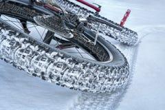 Тучный велосипед на следе зимы Стоковая Фотография