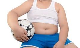 Тучный изолированные мальчик и футбол Стоковое Фото