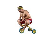 Тучный человек ехать малый велосипед стоковые изображения rf