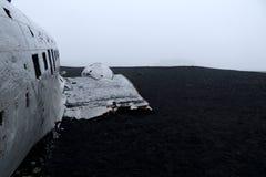 Туша армии США, который плоская сели на мель на отработанной формовочной смеси - Исландии Стоковые Фотографии RF