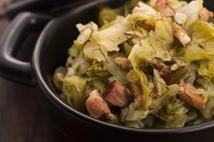 Тушёное мясо белой капусты и бекона стоковое изображение