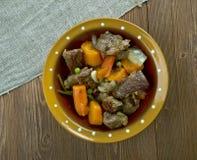 Тушёное мясо говядины бака глиняного кувшина Стоковые Фото