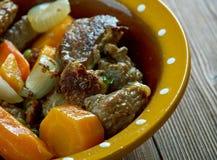 Тушёное мясо говядины бака глиняного кувшина Стоковая Фотография