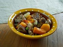 Тушёное мясо говядины бака глиняного кувшина Стоковое фото RF
