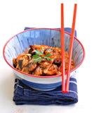 Тушёное мясо капусты с грибами цукини, луков, чеснока, имбиря и шиитаке в пряном томатном соусе Стоковые Изображения RF
