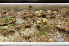 Тушёное мясо козы на плите Стоковое Изображение RF