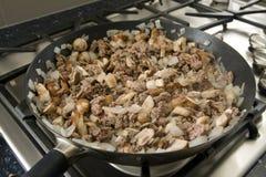 Тушёное мясо мяса на плите Стоковое Изображение