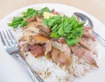 Тушёное мясо ноги свинины над рисом Стоковое Изображение