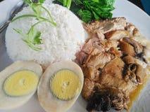Тушёное мясо ноги свинины над рисом Стоковая Фотография