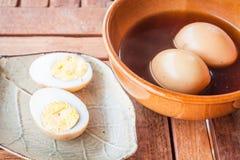 Тушёное мясо сваренных вкрутую яичек Стоковые Фото