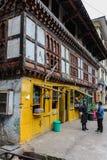 Тхимпху, Бутан - 11-ое сентября 2016: Бутанские люди на улице Тхимпху, столицы Бутана Стоковое фото RF