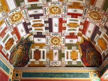 Тщательно разработает сводчатый потолок, ` Este виллы d, Tivoli, Италия стоковое фото