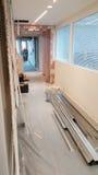 Тщательный осмотр, ремонт и отделка офиса Стоковое Изображение