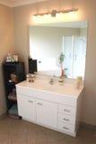 тщета ванной комнаты самомоднейшая Стоковая Фотография