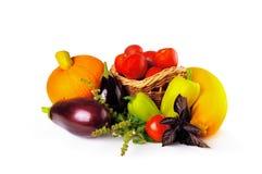 Тыква, баклажан, перец, томат и другие овощи на белой предпосылке Стоковые Изображения