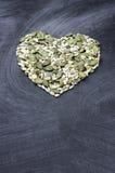 Тыква и семена подсолнуха в форме сердца Стоковое Фото