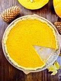 Тыква пирога в лотке на верхней части Стоковое Фото