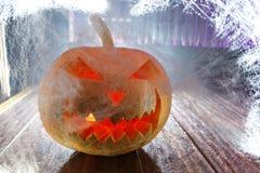 Тыква хеллоуина в сети ночи Стоковое фото RF