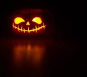 Тыква хеллоуина с светящей стороной стоковая фотография