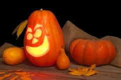 Тыква хеллоуина с смешной стороной на черной предпосылке Стоковое Изображение RF