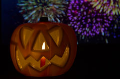 Тыква хеллоуина с фейерверками Стоковое Фото