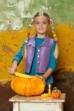 Тыква Preaparing на хеллоуин Стоковые Фото