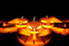 Тыквы хеллоуина накаляя в темноте Стоковые Фото